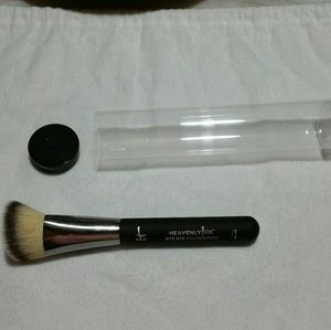 Foundation brush by IT